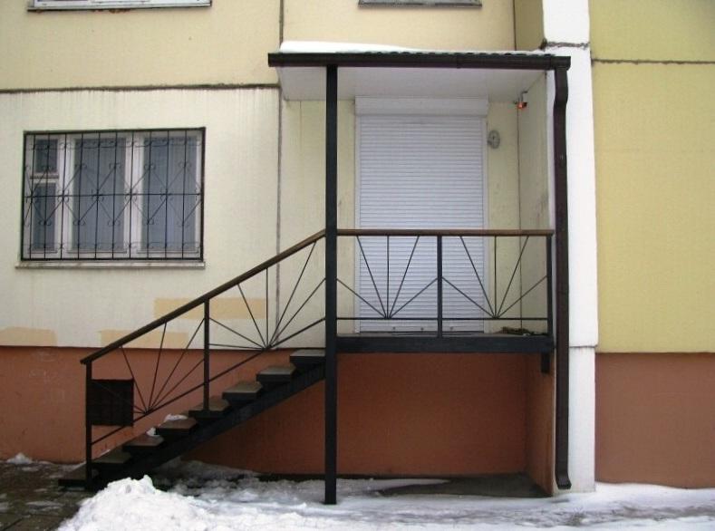 Входная металлическая лестница