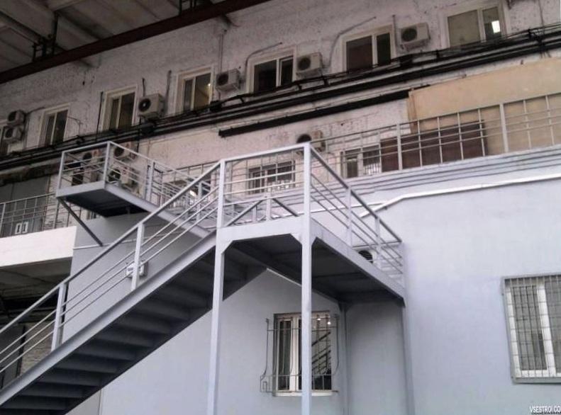 Эвакуационная металлическая лестница